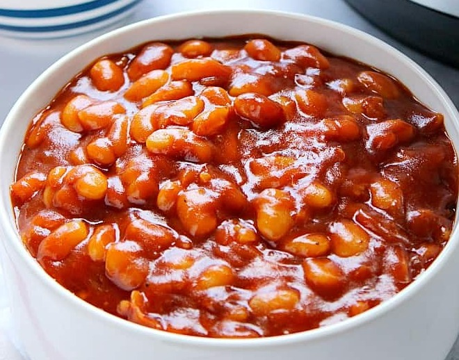 Canned white beans in tomato sauce
